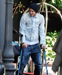 Movement compensation on crutches